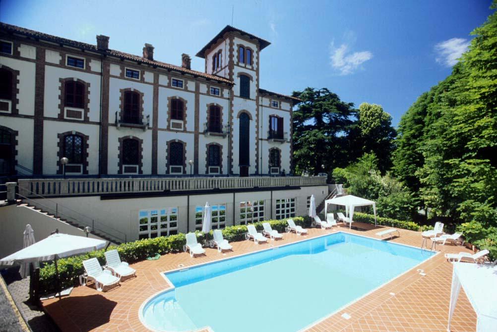 Piscina e parco Villa Conte Riccardi Asti